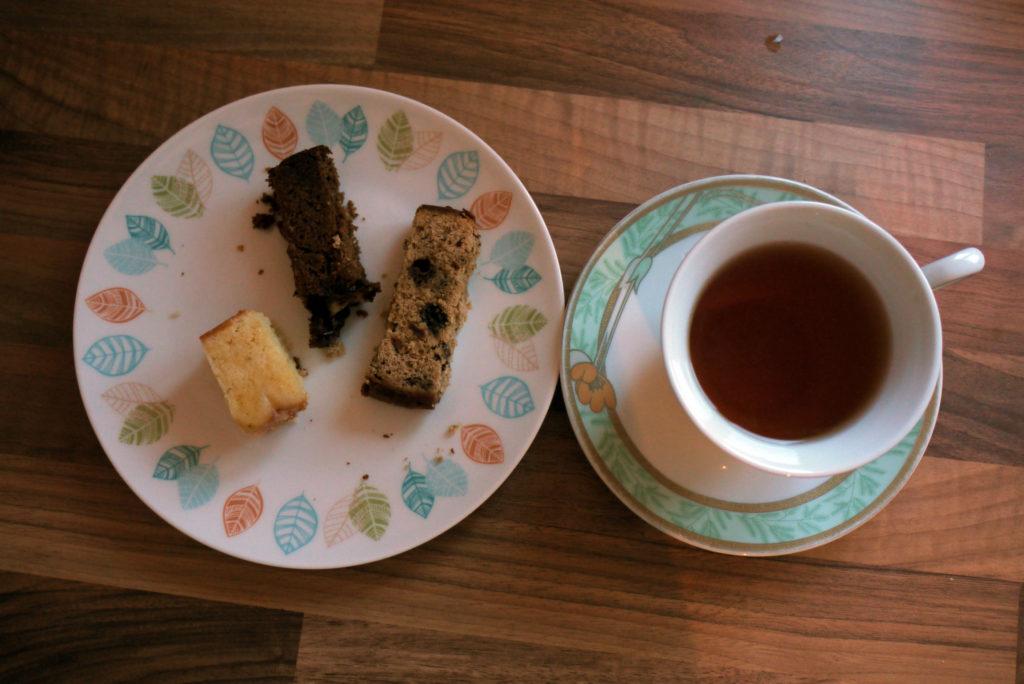 Lemon Drizzle cakes and tea